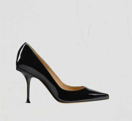 A ladies shoe taken to apply clipping path service and drop shadow
